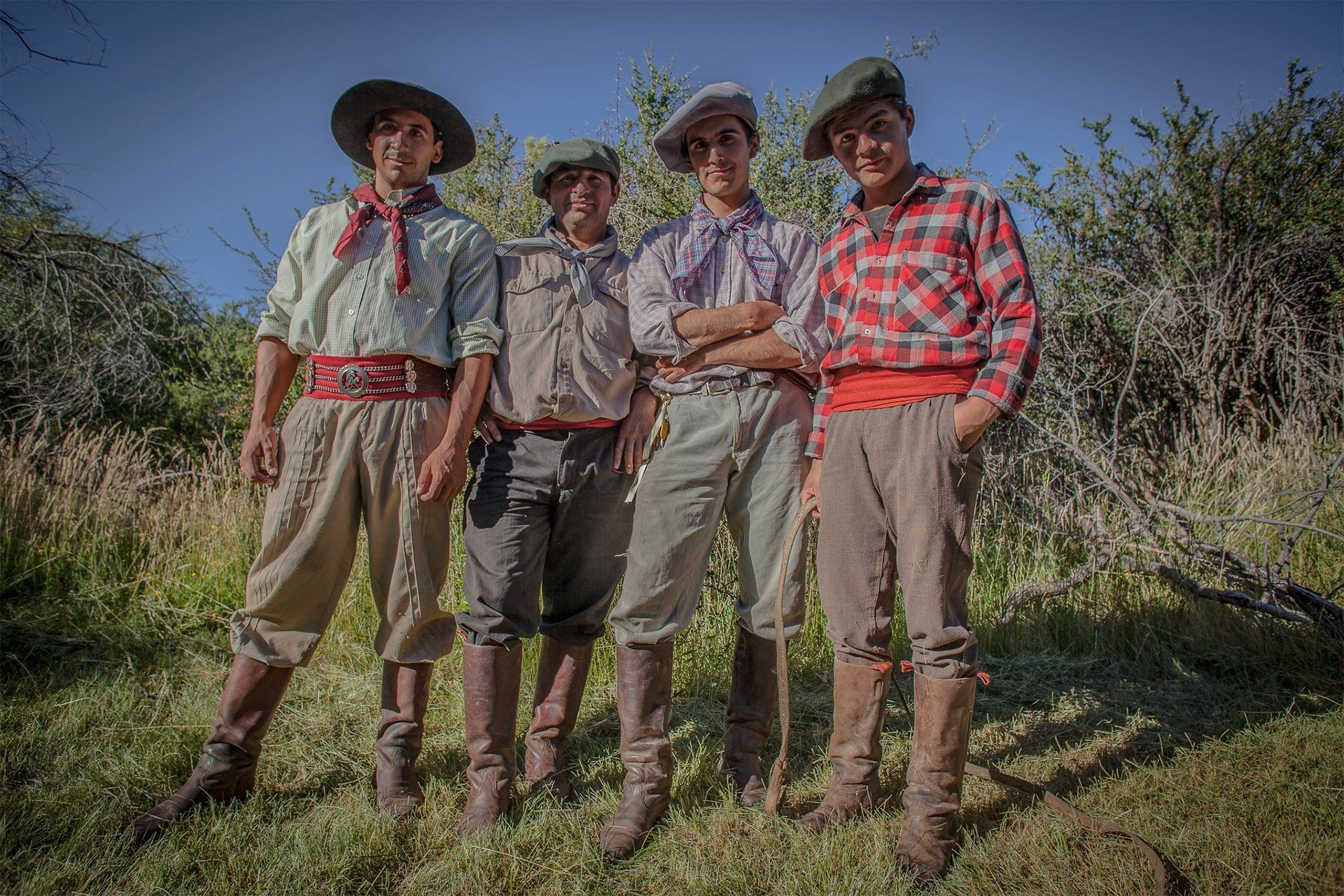 roque-bags_home-travellog_gauchos-grupo-colour-patagonia-lucindapaxton