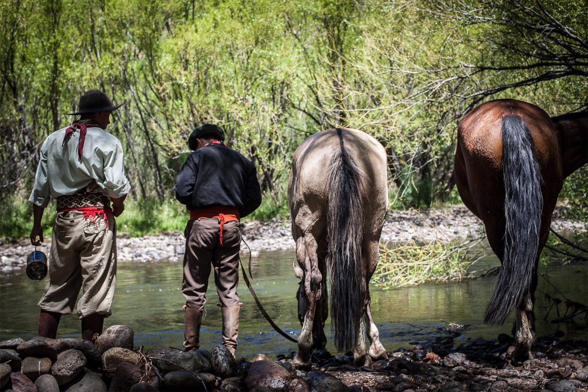 roque-bags_home-travellog_gauchos-river-horse-patagonia-lucindapaxton